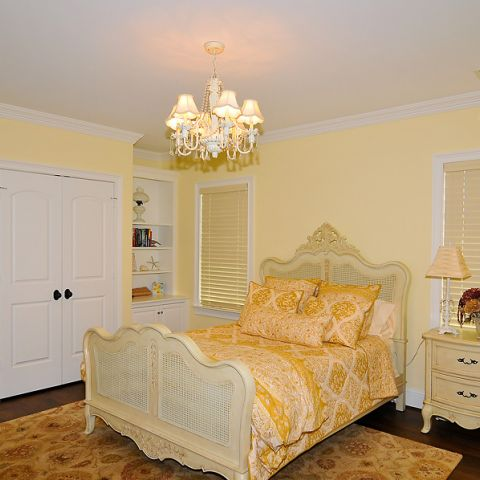 Cheerful yellow bedroom for the final Sugarland Lane project