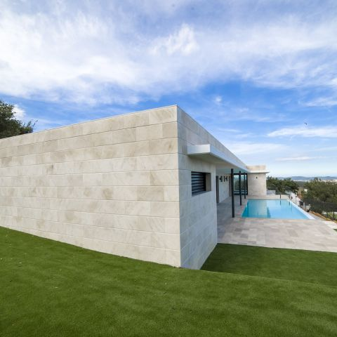 rear right view with swimming pool - Costa Brava Overlook - Ballard & Mensua Architecture
