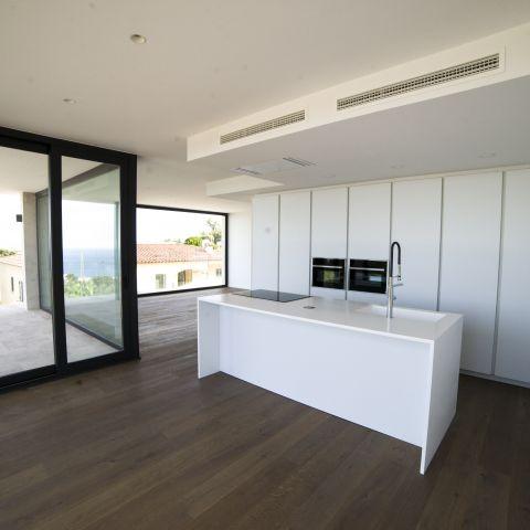 floor to ceiling glass kitchen - Costa Brava Overlook - Ballard & Mensua Architecture