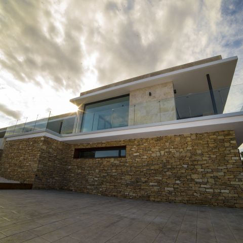 side view of second floor glass - Costa Brava Overlook - Ballard & Mensua Architecture