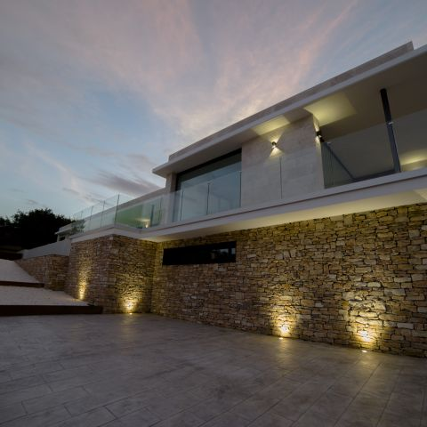 exterior left front view at sunset - Costa Brava Overlook - Ballard & Mensua Architecture