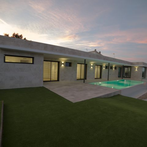 back yard and pool at sunset - Costa Brava Overlook - Ballard & Mensua Architecture