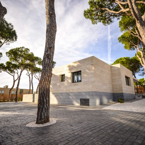 modern villa exterior view - Ballard & Mensua