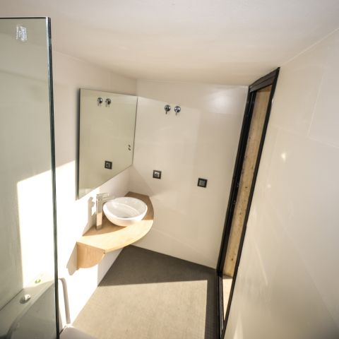aerial of hall bathroom - Ballard & Mensua
