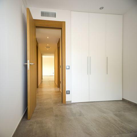 finished guest room with closet - Ballard & Mensua