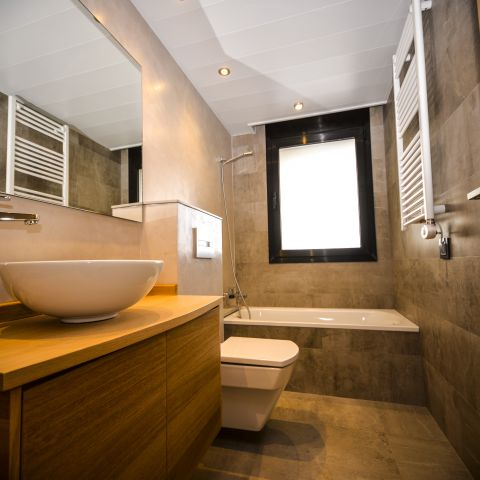 master bathroom and tub - Ballard & Mensua