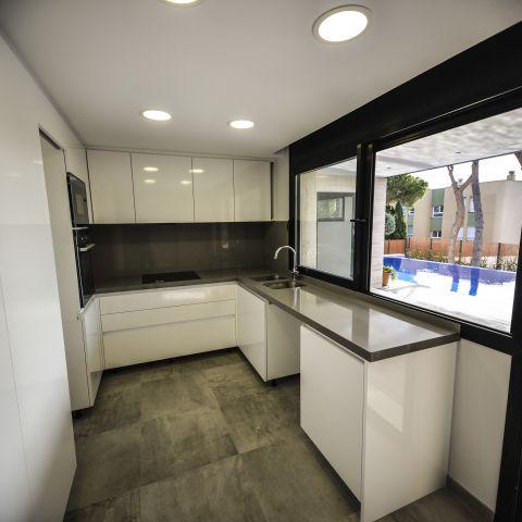 modern and clean kitchen - Ballard & Mensua