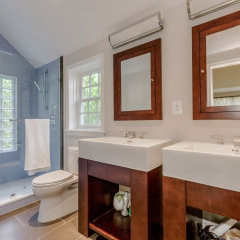 Master bathroom with shower deal - The Shire of Spring Valley - Ballard & Mensua
