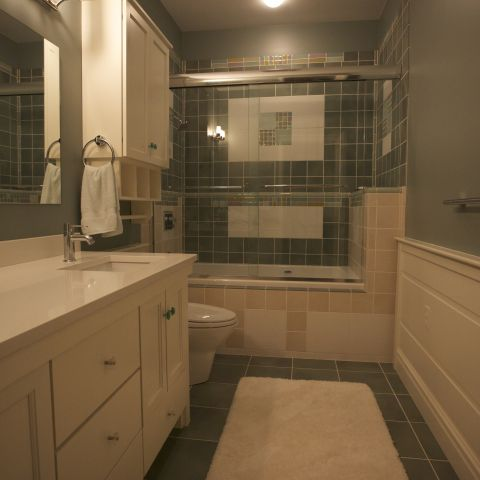 Carr project - nautical New England waterfront home - cosy hall bathroom
