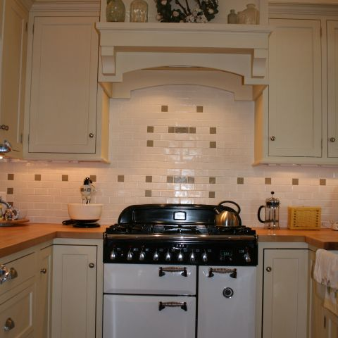 Enrico-Easton - waterfront cottage renovation - kitchen range and hood