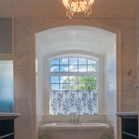 master bathtub with chandelier - McLean waterfront - Graham project