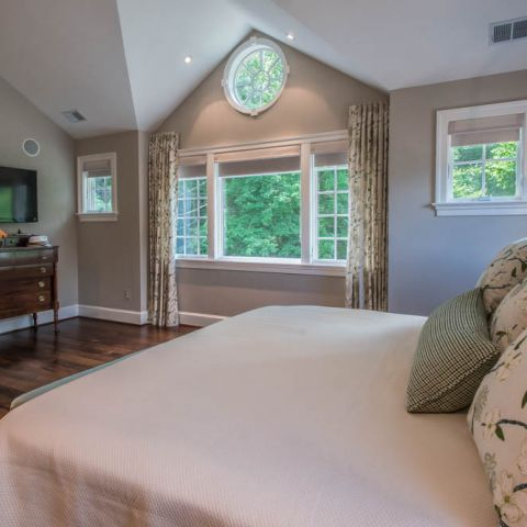 master bedroom with reverse gable - McLean waterfront - Graham project