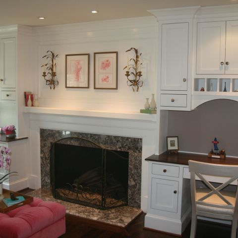 study with fireplace and built-ins - McLean waterfront - Graham project