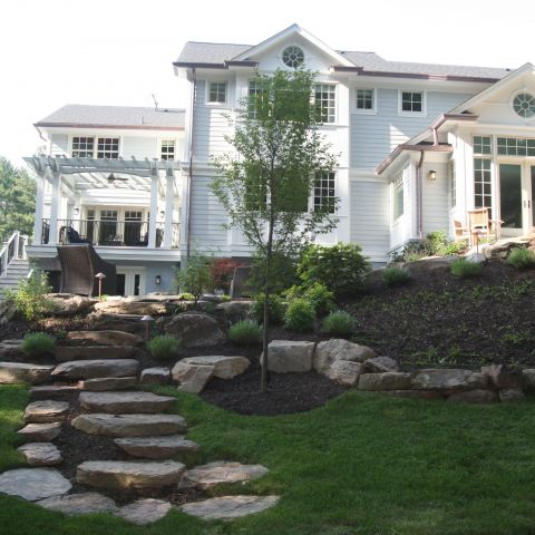 backyard with landscaping detail - McLean waterfront - Graham project
