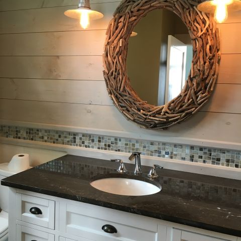 hall bathroom with natural mirror - shore house - karminski project