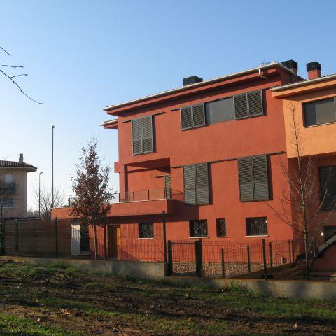 backyard detail for red urban villa - Ballard & Mensua